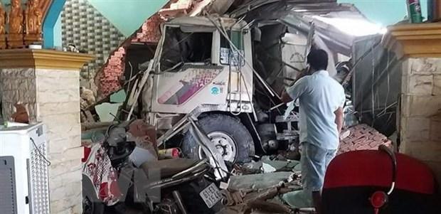 Bình Dương: Xe ben lao vào 3 nhà dân, nhiều người bị thương Ảnh 2