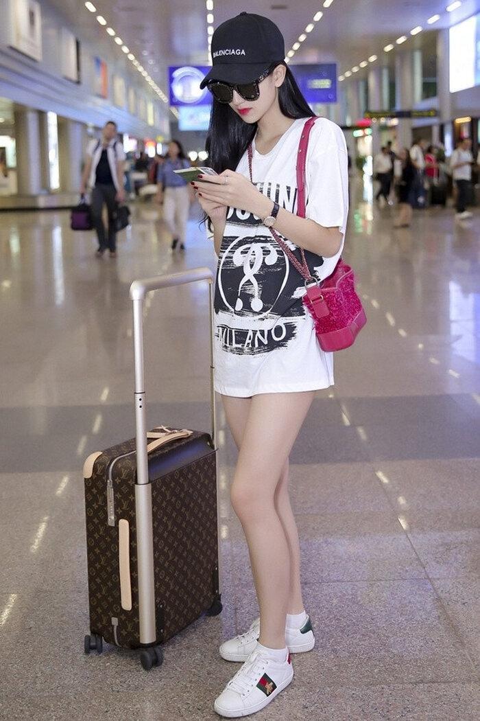 Mặc style giấu quần, Linh Ka, Midu khiến khán giả dụi mắt nhiều lần vì tưởng nhìn nhầm Ảnh 8