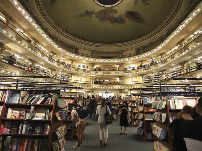 Chiêm ngưỡng những hiệu sách có kiến trúc ấn tượng nhất thế giới Ảnh 7
