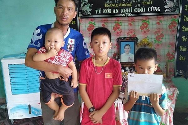 Trao 103 triệu đồng đến người đàn ông góa vợ nuôi 3 con thơ Ảnh 1