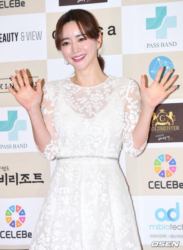 Lễ trao giải 'VHNT 2020': JooE mập lên, Nancy xồ xề như phụ nữ U30 bị Phạm Băng Băng Hàn Quốc áp đảo Ảnh 6