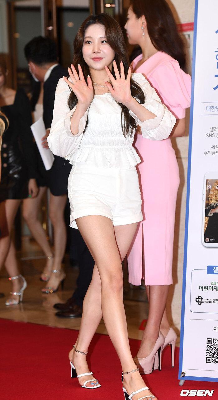 Lễ trao giải 'VHNT 2020': JooE mập lên, Nancy xồ xề như phụ nữ U30 bị Phạm Băng Băng Hàn Quốc áp đảo Ảnh 13