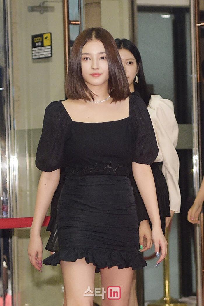 Lễ trao giải 'VHNT 2020': JooE mập lên, Nancy xồ xề như phụ nữ U30 bị Phạm Băng Băng Hàn Quốc áp đảo Ảnh 15