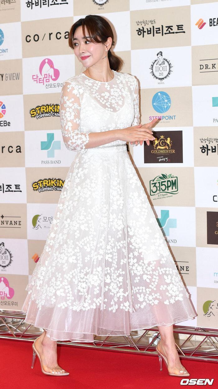 Lễ trao giải 'VHNT 2020': JooE mập lên, Nancy xồ xề như phụ nữ U30 bị Phạm Băng Băng Hàn Quốc áp đảo Ảnh 5