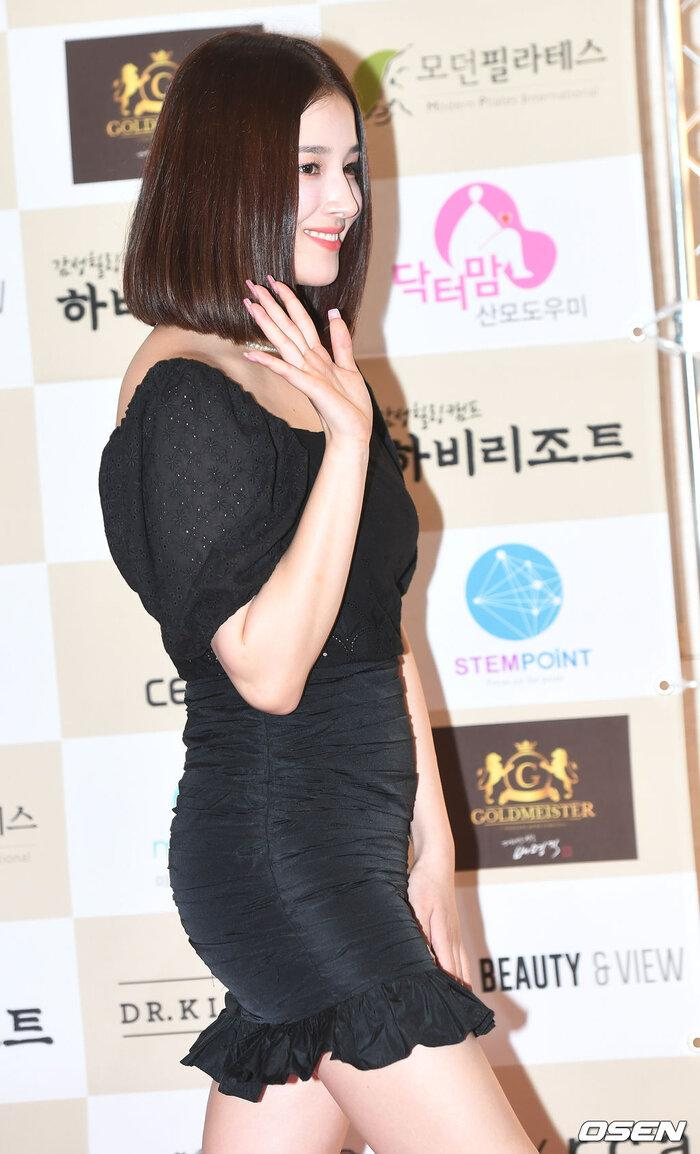 Lễ trao giải 'VHNT 2020': JooE mập lên, Nancy xồ xề như phụ nữ U30 bị Phạm Băng Băng Hàn Quốc áp đảo Ảnh 18