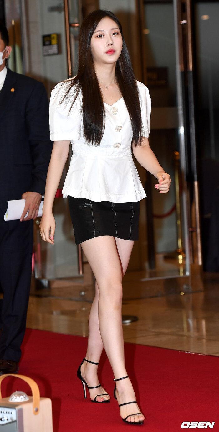 Lễ trao giải 'VHNT 2020': JooE mập lên, Nancy xồ xề như phụ nữ U30 bị Phạm Băng Băng Hàn Quốc áp đảo Ảnh 8