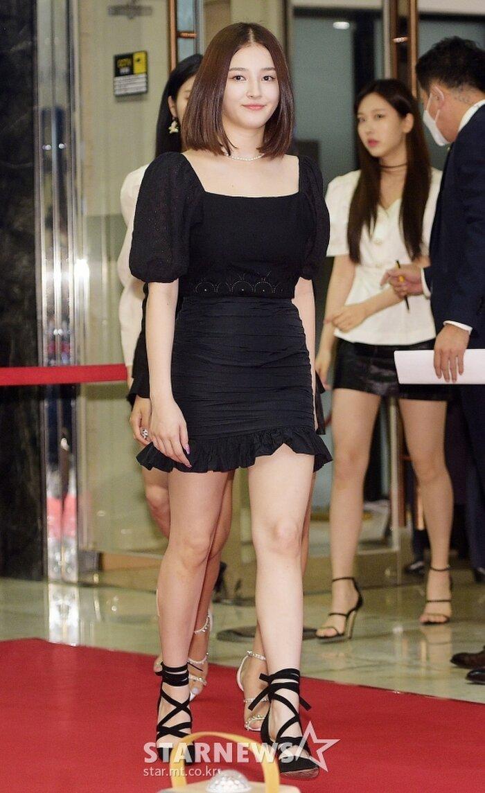 Lễ trao giải 'VHNT 2020': JooE mập lên, Nancy xồ xề như phụ nữ U30 bị Phạm Băng Băng Hàn Quốc áp đảo Ảnh 16