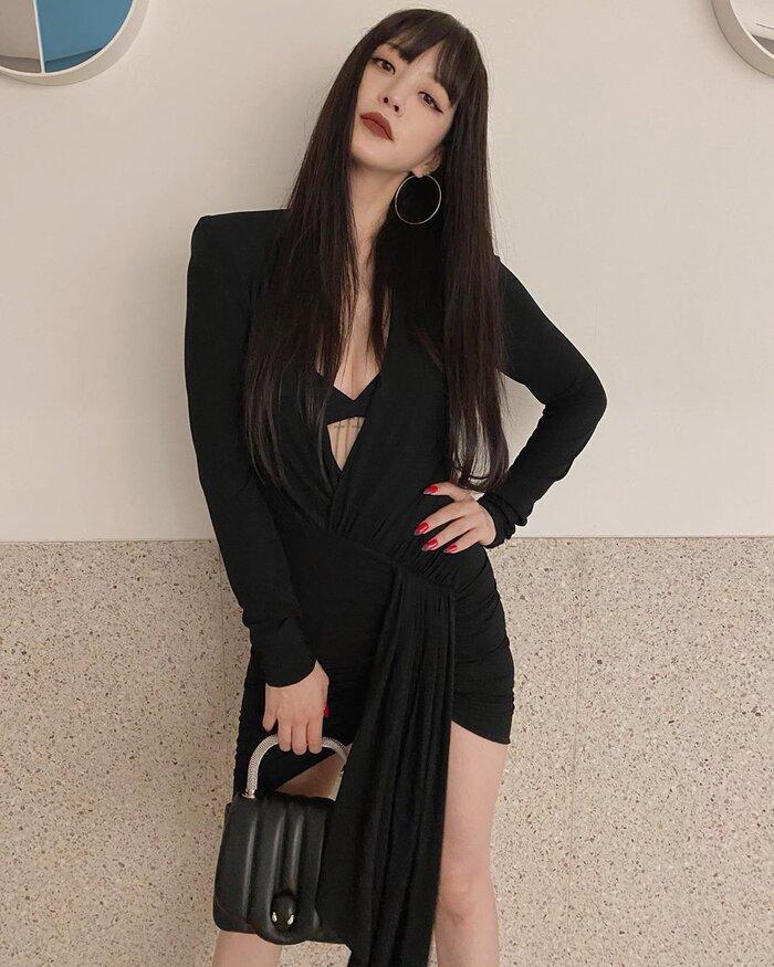 Mỹ nhân dao kéo Han Ye Seul diện váy đen xẻ sâu lộ nội y đầy quyến rũ Ảnh 2