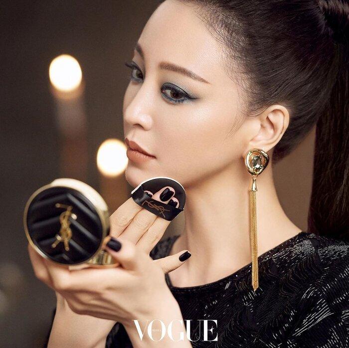 Mỹ nhân dao kéo Han Ye Seul diện váy đen xẻ sâu lộ nội y đầy quyến rũ Ảnh 6
