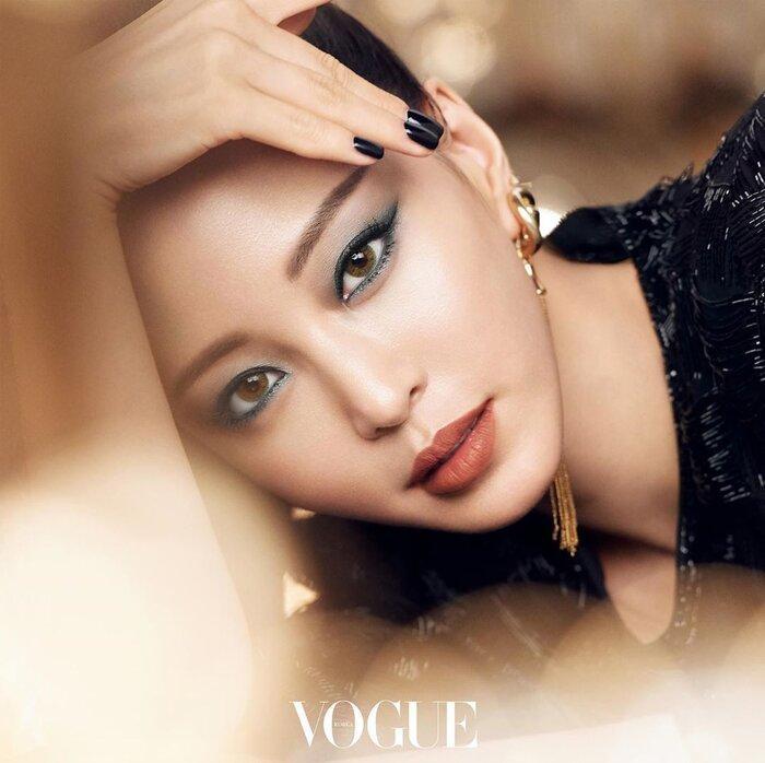 Mỹ nhân dao kéo Han Ye Seul diện váy đen xẻ sâu lộ nội y đầy quyến rũ Ảnh 7