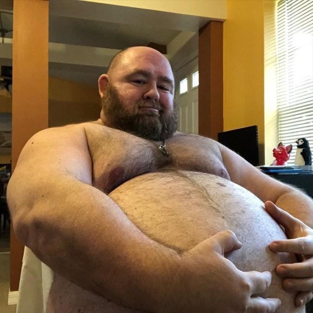 Người đàn ông nặng 225 kg và muốn tăng cân nữa vì...chiều lòng người hâm mộ Ảnh 1