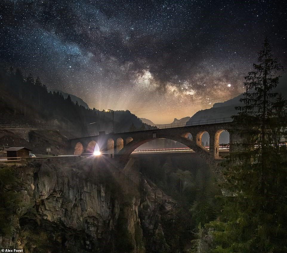 Chiêm ngưỡng vẻ đẹp mê hồn bầu trời đêm đầy sao ở Thụy Sĩ Ảnh 16