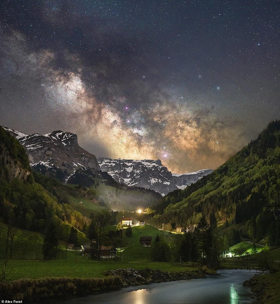 Chiêm ngưỡng vẻ đẹp mê hồn bầu trời đêm đầy sao ở Thụy Sĩ Ảnh 1