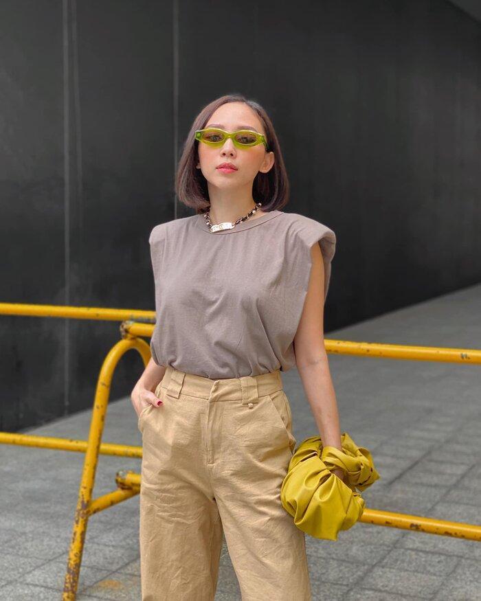 Hoa hậu Tiểu Vy, Tóc Tiên lên đồ 'chất ngất' với áo tank top vào những ngày cuối hè Ảnh 2