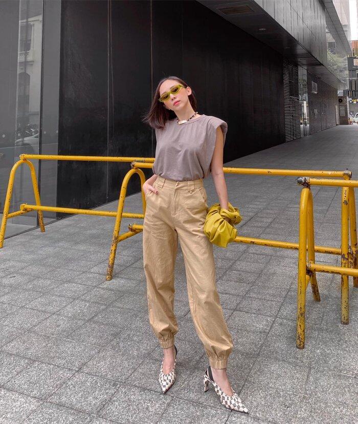 Hoa hậu Tiểu Vy, Tóc Tiên lên đồ 'chất ngất' với áo tank top vào những ngày cuối hè Ảnh 1