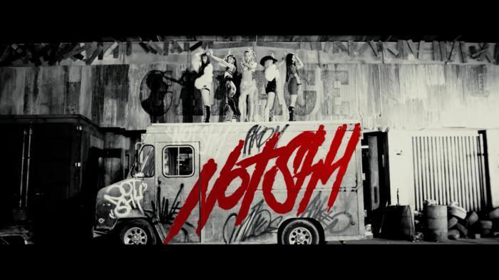 ITZY tái xuất với Not Shy: 'Ăn tiền' mặt vũ đạo, nhưng sao bối cảnh MV lại... nghèo nàn thế này? Ảnh 1