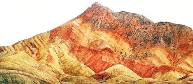 Cận cảnh ngọn núi 7 màu sắc lóng lánh như cầu vồng Ảnh 2