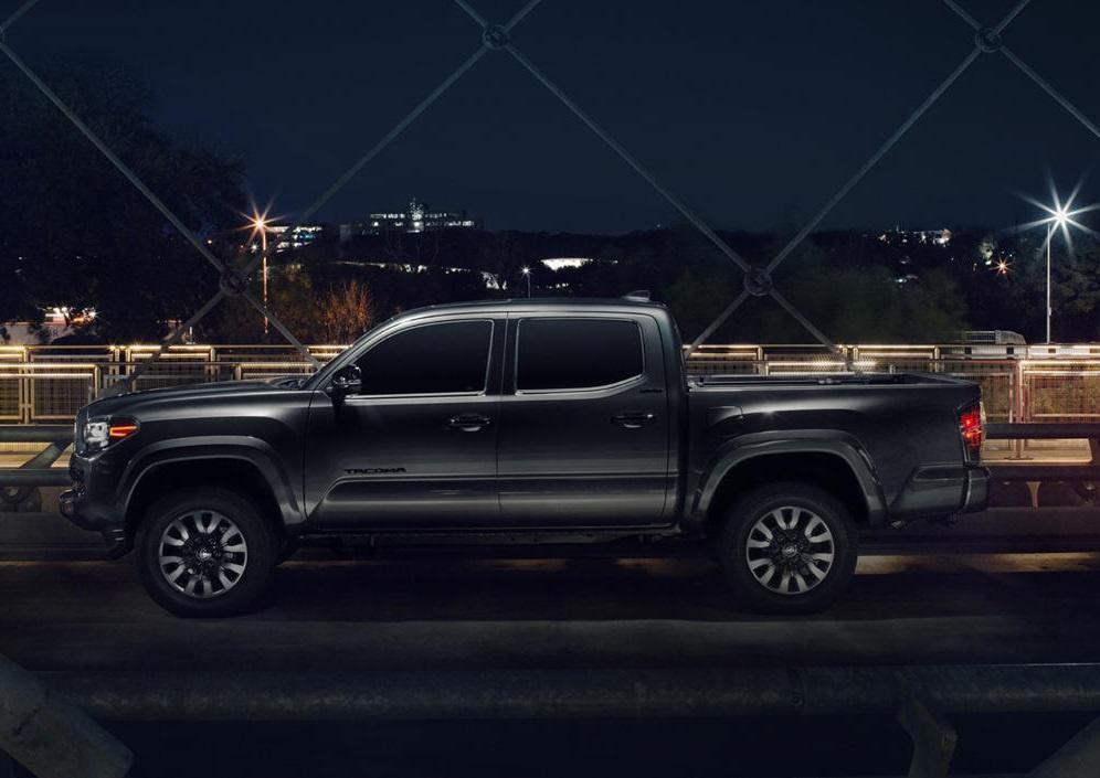 Bán tải Toyota Tacoma 2021 ra mắt, giá từ 26.150 USD Ảnh 9