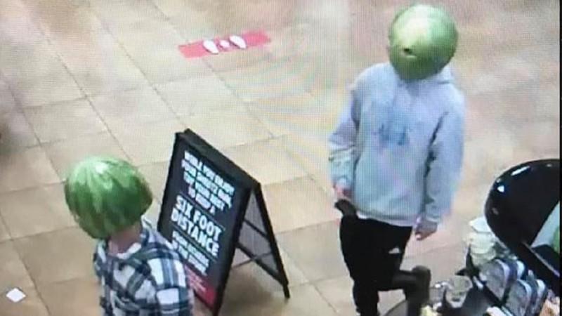 Cộng đồng mạng phát sốt với hình ảnh băng trộm đầu dưa hấu Ảnh 1