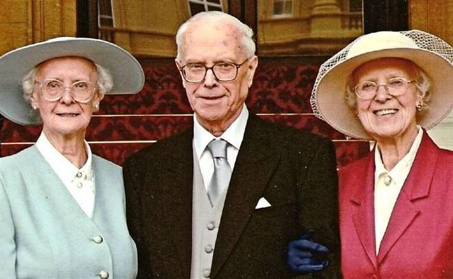 Cặp song sinh già nhất nước Anh tròn 100 tuổi Ảnh 3