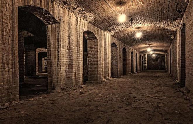 Những công trình ngầm bỏ hoang nổi tiếng Ảnh 1