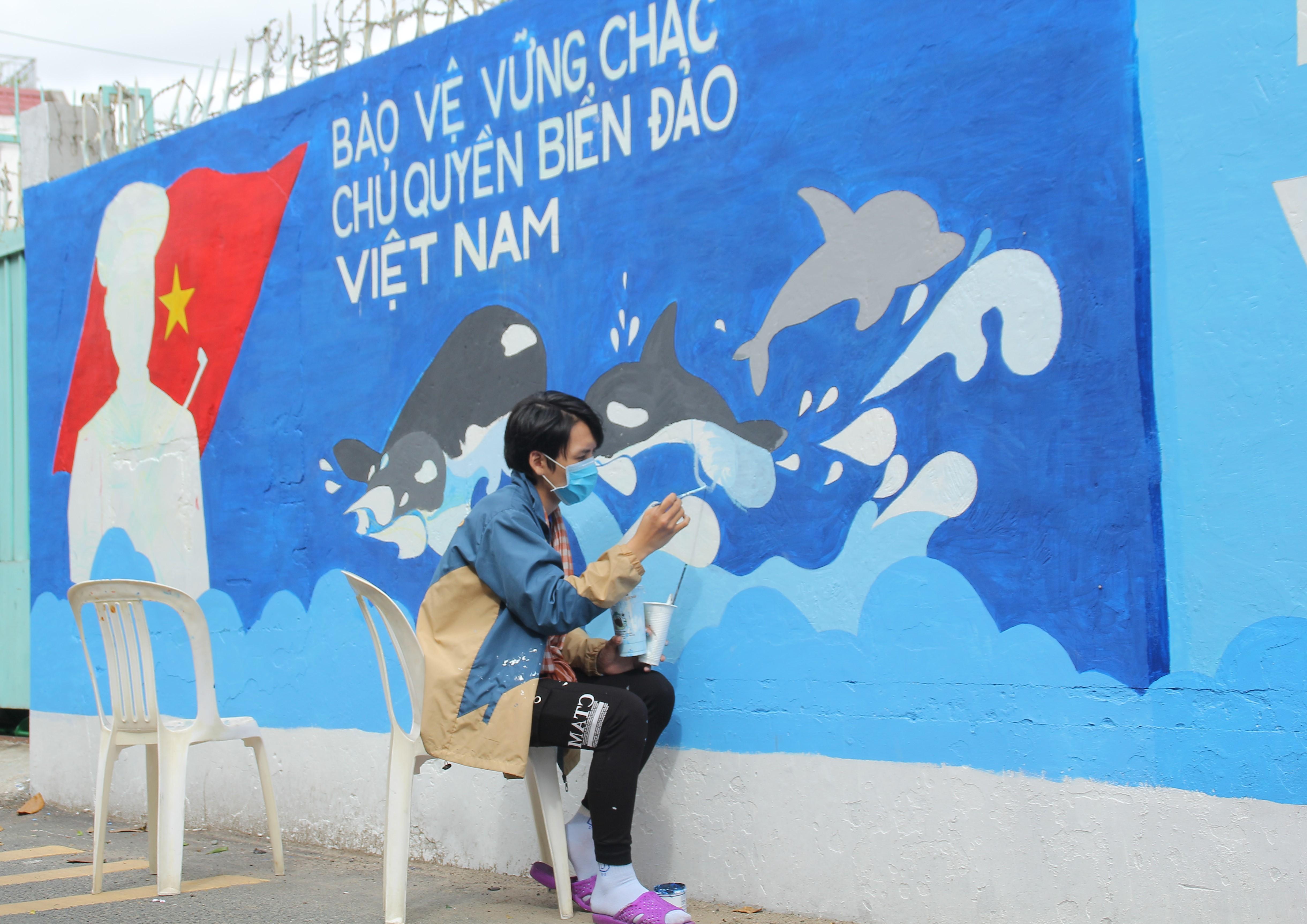 Cận cảnh những mảng tường 'biết nói' của chiến sỹ tình nguyện hè Ảnh 3
