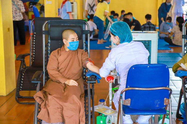 Hơn 500 đơn vị máu được hiến giữa mùa dịch COVID-19 Ảnh 7