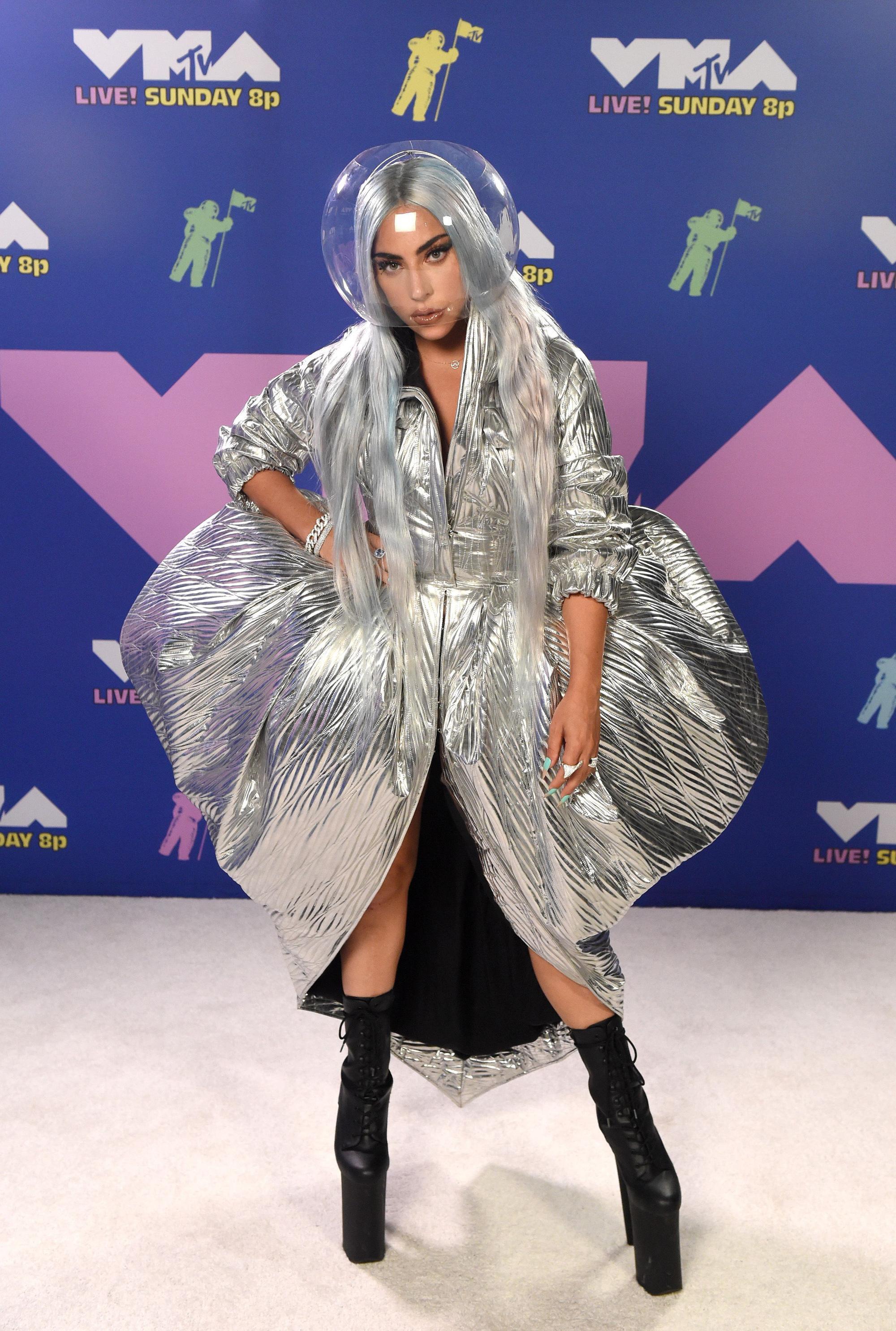 Loạt sao mặc 'bốc' nhất VMAs 2020 Ảnh 2