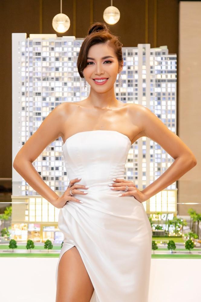 Minh Tú - Tiểu Vy mặc đồ đối lập phong cách, khoe nhan sắc xinh tươi cá tính Ảnh 4
