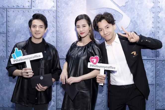 Gần nửa showiz Việt đã đến chúc mừng Ngô Kiến Huy lên chức ông chủ tiệm cà phê Ảnh 8