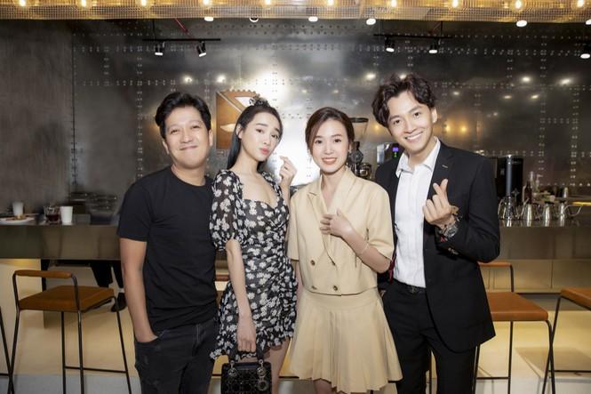 Gần nửa showiz Việt đã đến chúc mừng Ngô Kiến Huy lên chức ông chủ tiệm cà phê Ảnh 1