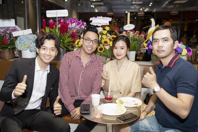 Gần nửa showiz Việt đã đến chúc mừng Ngô Kiến Huy lên chức ông chủ tiệm cà phê Ảnh 4
