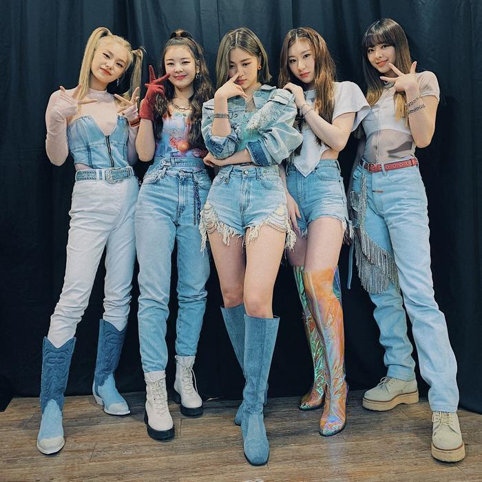 Kpop so găng trên BXH World Album Billboard tuần này: BTS chiếm lại No.1, ITZY khó tiến xa, SuperM 'đội sổ' Ảnh 4