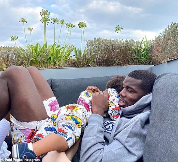 Paul Pogba khoe ảnh ôm ấp con trai trong lúc đang cách ly vì dương tính với Covid-19 Ảnh 1