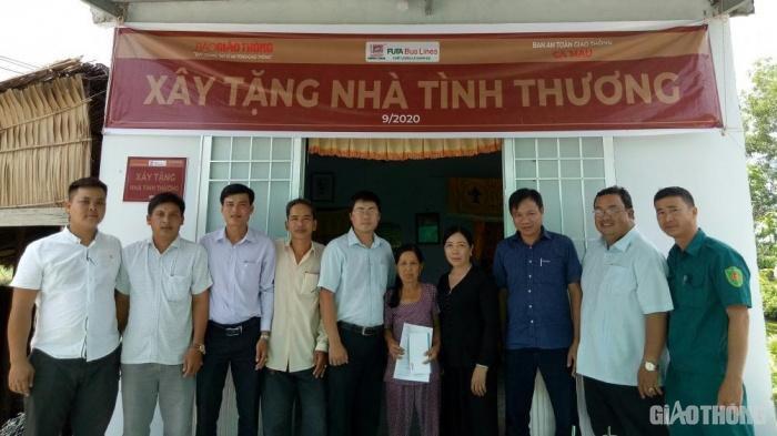 Báo Giao thông trao tặng nhà tình thương 4 gia đình nạn nhân TNGT ở Cà Mau Ảnh 1