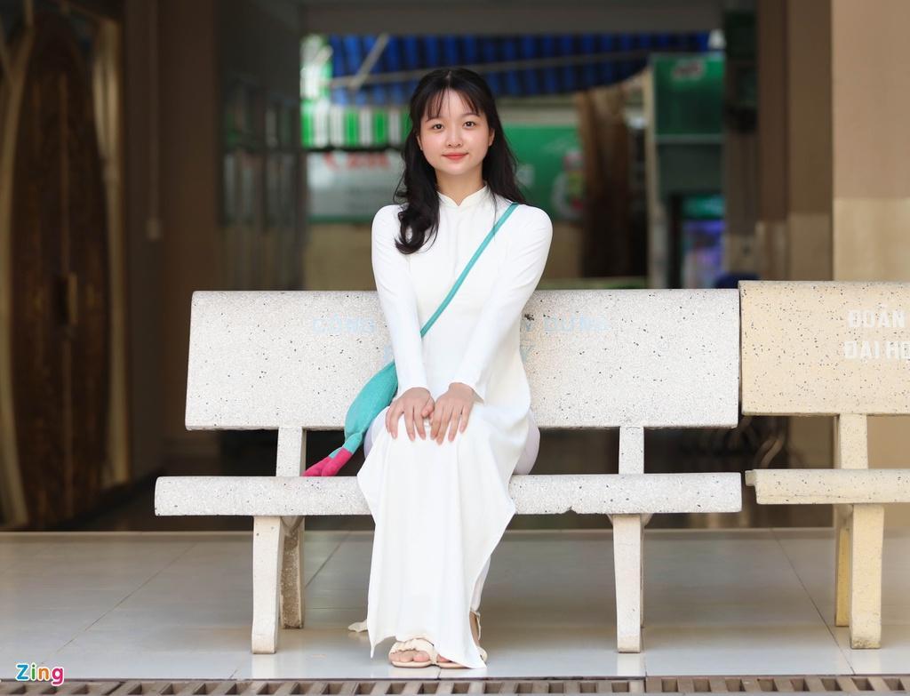 Lâm Thanh Mỹ mặc áo dài dự khai giảng Ảnh 6