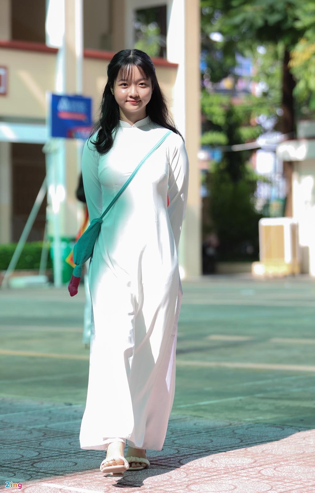 Lâm Thanh Mỹ mặc áo dài dự khai giảng Ảnh 4