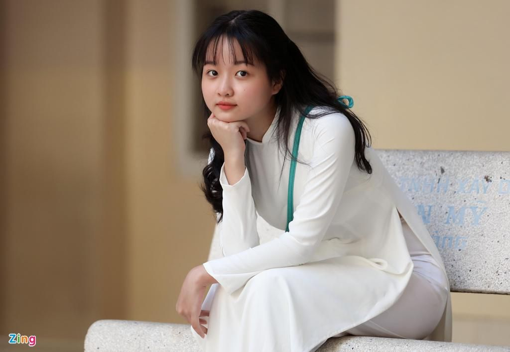 Lâm Thanh Mỹ mặc áo dài dự khai giảng Ảnh 5