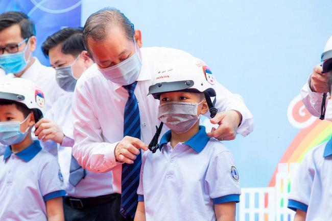 Năm 2020, trên 80% trẻ em Việt Nam đội mũ bảo hiểm đạt Quy chuẩn kỹ thuật Quốc gia Ảnh 1