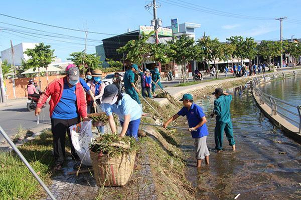 Tổng vệ sinh môi trường khu vực Hồ Búng Xáng Ảnh 1