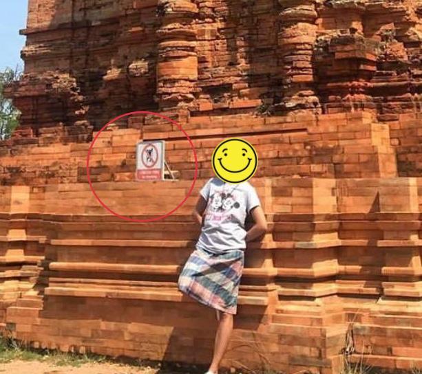Chúng Huyền Thanh bị nhắc nhở vì ngồi lên tháp cổ để 'sống ảo' dù có bảng cấm, người trong cuộc nói gì? Ảnh 3