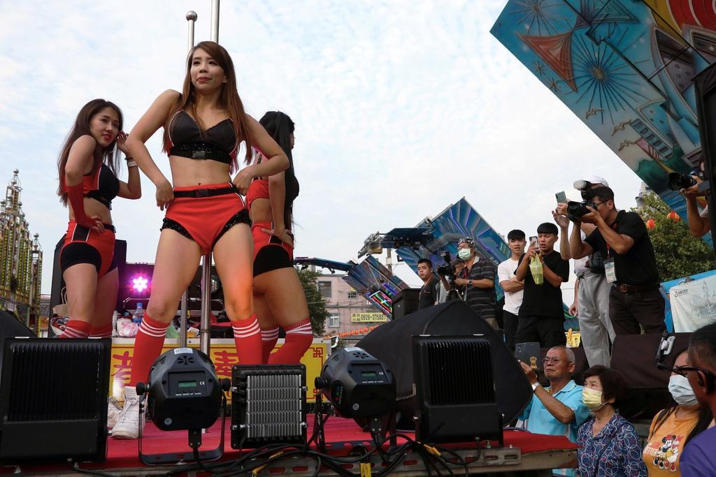 Lễ hội rước 'lợn thần' gây tranh cãi ở Đài Loan Ảnh 10