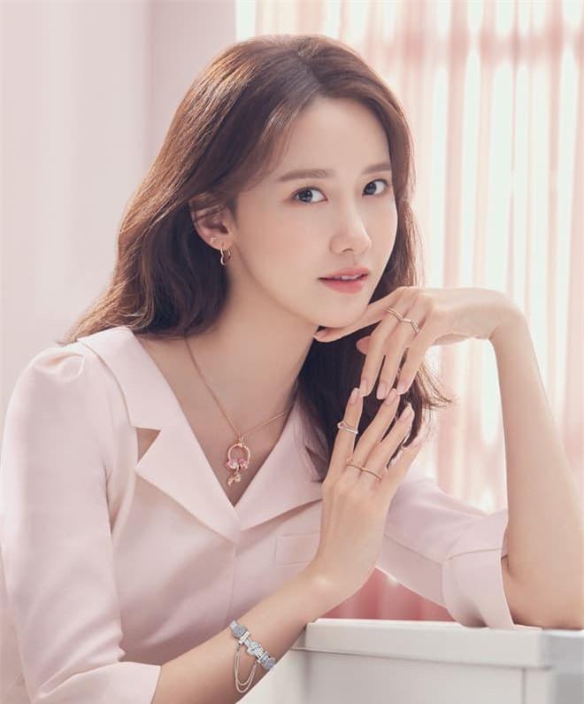 Yoona 'lồng lộn' lên 7 bìa tạp chí, nhưng fan 'la ó' vì đôi mắt 'trừng trừng' đánh bay vẻ đẹp 'nữ thần' Ảnh 8