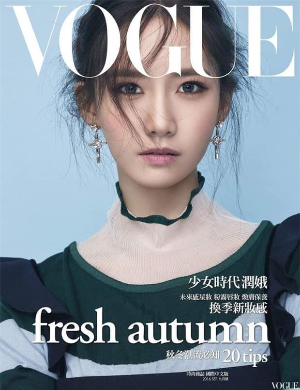 Yoona 'lồng lộn' lên 7 bìa tạp chí, nhưng fan 'la ó' vì đôi mắt 'trừng trừng' đánh bay vẻ đẹp 'nữ thần' Ảnh 1