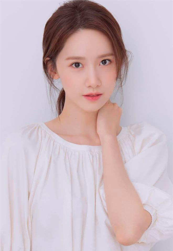 Yoona 'lồng lộn' lên 7 bìa tạp chí, nhưng fan 'la ó' vì đôi mắt 'trừng trừng' đánh bay vẻ đẹp 'nữ thần' Ảnh 9