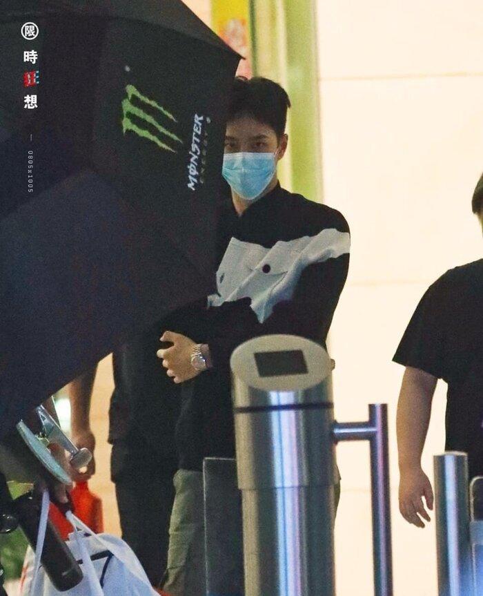 Fan và nhân viên trường quay lo lắng khi Vương Nhất Bác đột nhiên viêm đường ruột Ảnh 8