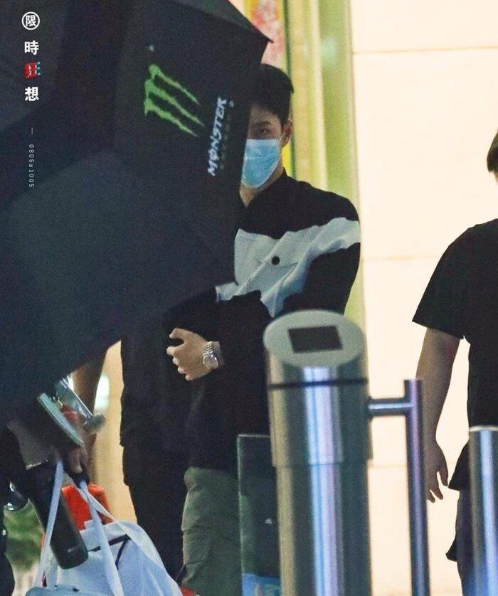 Fan và nhân viên trường quay lo lắng khi Vương Nhất Bác đột nhiên viêm đường ruột Ảnh 9
