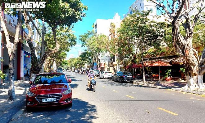 Người Đà Nẵng thong dong tắm biển, cà phê ngày cuối tuần nới lỏng giãn cách Ảnh 8