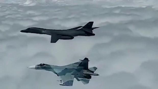 Máy bay chiến đấu Nga ngăn máy bay ném bom Mỹ vào không phận Ảnh 1