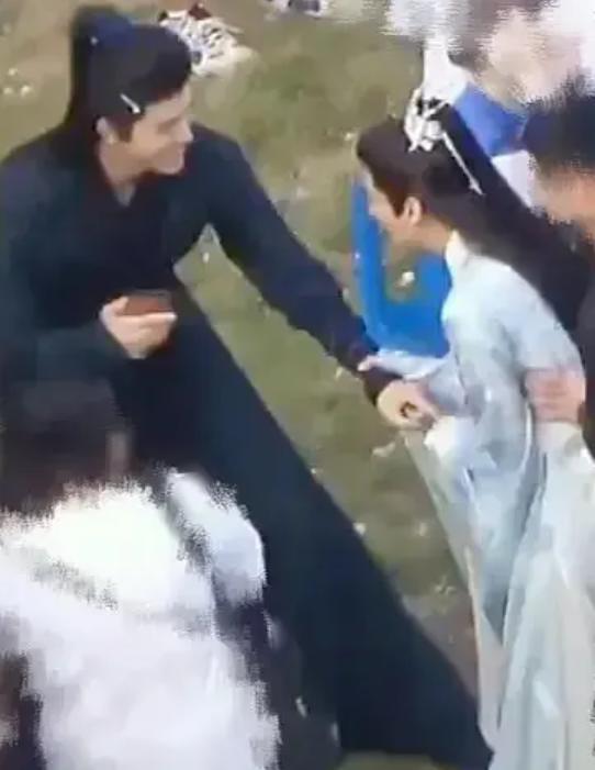 La Vân Hi và Trần Phi Vũ khiến fan bấn loạn vì quá đỗi ngọt ngào trên phim trường Hạo y hành Ảnh 4
